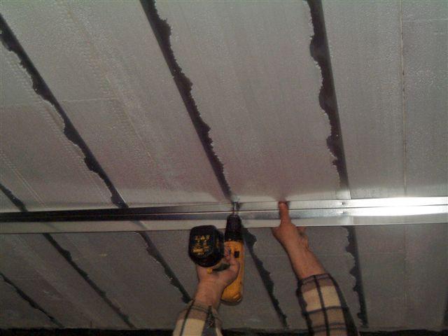 Fissaggio a soffitto angolare per parete