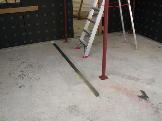 Fissaggio a pavimento angolare per parete