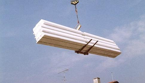 Piazzamento al piano delle cataste di pannelli Solaio Plastbau® Metal